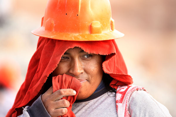 A female Fairtrade Gold miner from Peru, part of the Esperanza Miners' Association.