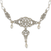 Kalisi Necklace in Pearl