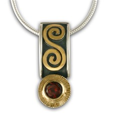 Keltie Pendant with Gem in Garnet