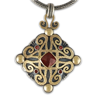 Shonifico Pendant with Gems in Garnet